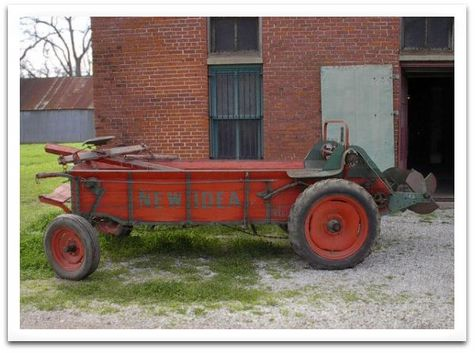 New_idea_manure_spreader